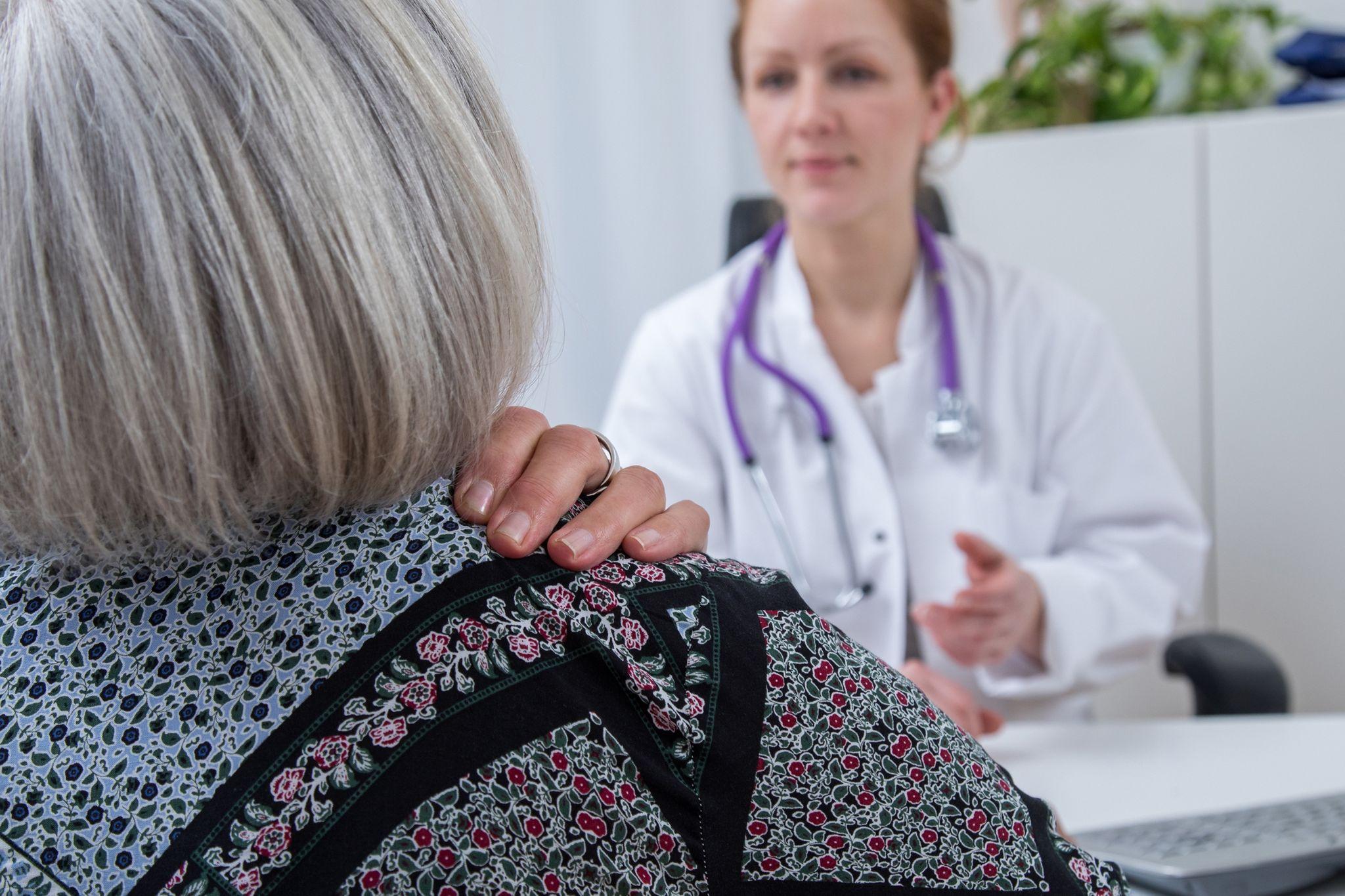 Wann eine Begleitung zum Arzt sinnvoll ist| newsflash24.de